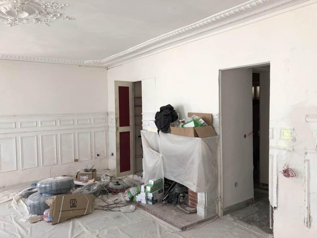 Prix pour rénovation peinture intérieure vieille maison ancienne salon